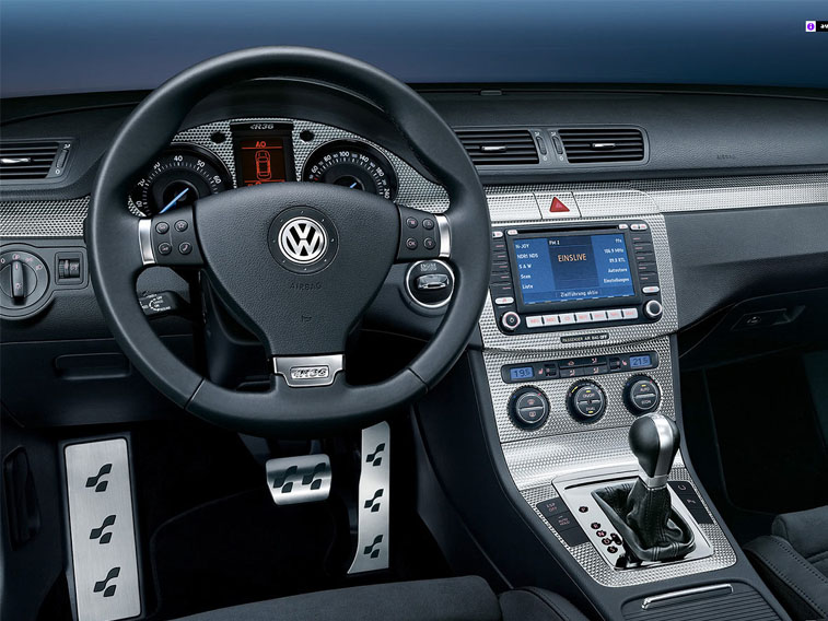Volkswagen Passat  имеет функциональный салон