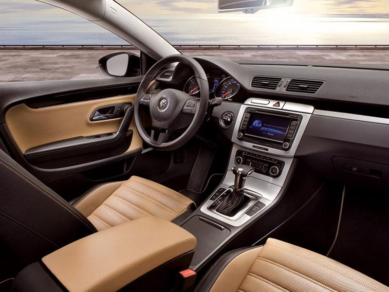 Салон Volkswagen Passat удобен для водителя и пассажиров