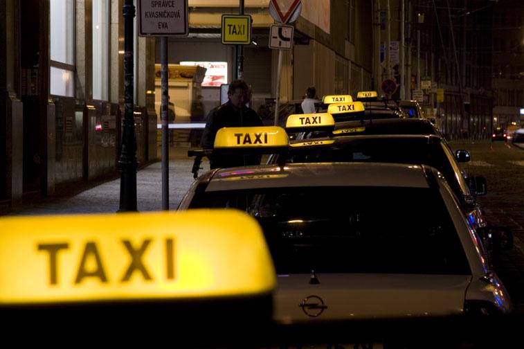 В России многие считают Рено Логан лучшим автомобилем для такси