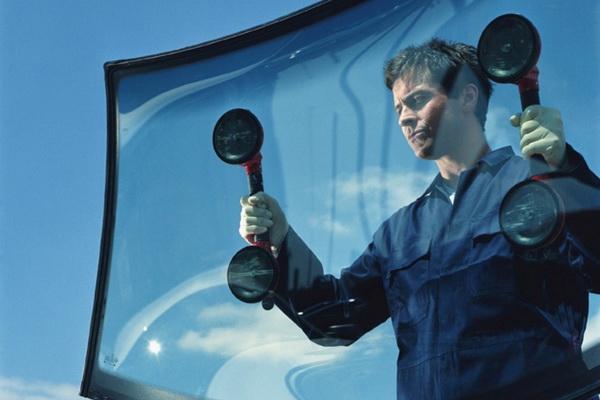 Как осуществляется ремонт стекл вашего автомобиля?