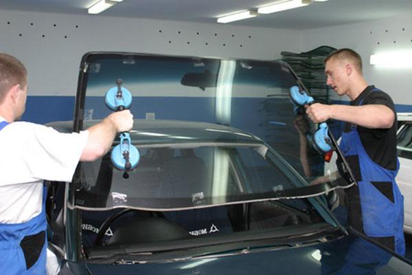 Выбираем лобовое стекло для Ford